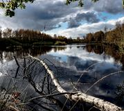 Attracchi il paesaggio del lago immagini stock libere da diritti