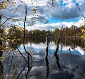 Attracchi il paesaggio del lago fotografie stock