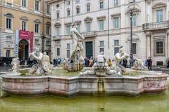 Attracchi la fontana Fontana del Moro ha scolpito il capolavoro in piazza Navona, Roma immagini stock libere da diritti