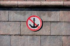 Attracco del segno del fiume proibito Immagine Stock Libera da Diritti