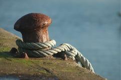 Attracco e corda della barca Fotografia Stock