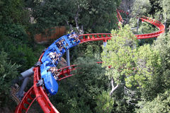 Attraction de montagnes russes en parc d'attractions de Tibidabo, Barcelone, Catalogne, Espagne Photographie stock