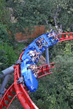 Attraction de montagnes russes en parc d'attractions de Tibidabo, Barcelone, Catalogne, Espagne Image libre de droits