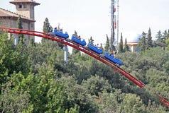 Attraction de montagnes russes en parc d'attractions de Tibidabo, Barcelone, Catalogne, Espagne Images stock