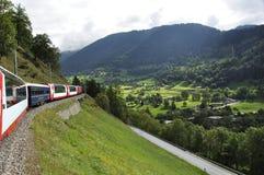 Attraction touristique : Croisement des alpes suisses dans le train rapide de glacier photographie stock libre de droits