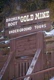 Attraction touristique de mine d'or cassée de botte en bois mort, écart-type Photographie stock libre de droits