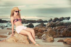 Attractive blonde with hat and sunglasses leaning backwards Royalty Free Stock Photography