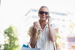 Attractive blonde on a shopping trip Royalty Free Stock Photos