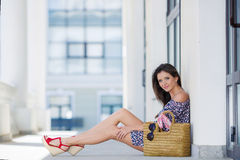 Attractive brunette with a bag in a big city. Royalty Free Stock Photography