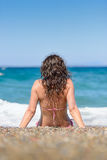 Attractive brunette at the beach Royalty Free Stock Photography