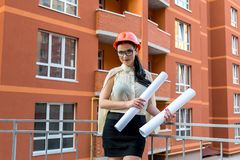 Free Attractive Brunette Woman With Blueprints In Builder Helmet Royalty Free Stock Images - 156932359