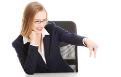 Attractive business woman sitting bt the table and advertising s Royalty Free Stock Images