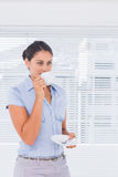 Attractive businesswoman drinking coffee Royalty Free Stock Photography