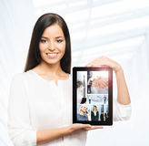 Attractive businesswoman showing a tablet computer Royalty Free Stock Image