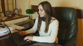 Attractive businesswoman working late at night on laptop Royalty Free Stock Photography