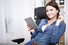 Attractive businesswoman working on a tablet Royalty Free Stock Image