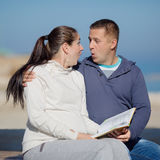Attractive couple on seashore Royalty Free Stock Photography