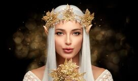 Free Attractive Elf Queen With Golden Christmas Poinsettia Flower In Glitters. Fairy Concept For Xmas Royalty Free Stock Photos - 204464078