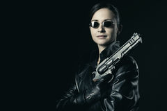 Attractive female agent with raised gun Royalty Free Stock Photos