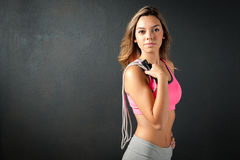 Attractive female fitness model isolated on a blackbackground Royalty Free Stock Photos