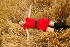 Attractive girl lying in field Stock Photography