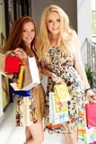 attractive girls happy out shopping two Стоковая Фотография