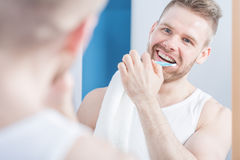 Attractive guy brushing his teeth Royalty Free Stock Photography
