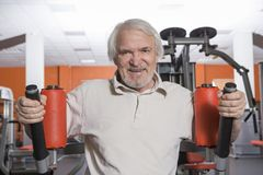 Senior man in fitness center Royalty Free Stock Images