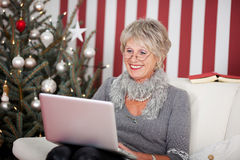 Attractive senior using a laptop Royalty Free Stock Photos