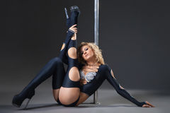Attractive sexy woman pole dancer performing Royalty Free Stock Photos