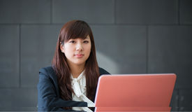 Attractive smiling young business woman Royalty Free Stock Photos