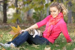 Attractive woman with cat outdoors Royalty Free Stock Images