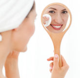 Attractive woman putting on Make up up Royalty Free Stock Images