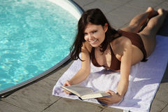 Attractive woman reading Royalty Free Stock Images