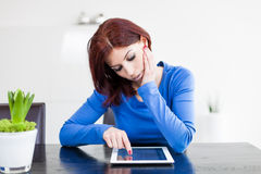 Attractive woman with Tablet PC Royalty Free Stock Photography