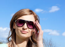 Attractive woman wearing sunglasses Royalty Free Stock Photography