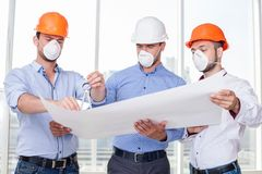 Attractive young builders are working on a new Royalty Free Stock Photos