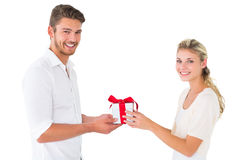 Attractive young couple holding a gift Royalty Free Stock Images