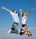 Attractive young couple jumping Royalty Free Stock Photos