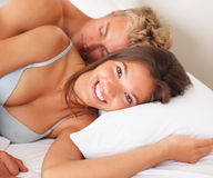 An attractive young couple sleeping Royalty Free Stock Photography