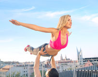 Attractive young couple training together Royalty Free Stock Photos