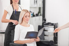 Attractive young woman is attending beauty salon Stock Photography