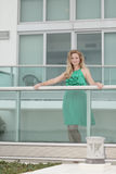 Attractive young woman by a building Royalty Free Stock Images