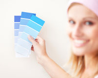Attractive young woman choosing color a room Royalty Free Stock Photography