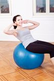 Attractive young woman doing sit ups Stock Photography