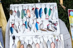 Attraits antiques de pêche Attraits faits main Pêche des attraits et des pièces en t Amorce de fer pour des poissons Attraits dur Image stock