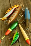 Attraits pour la pêche de brochet sur en bois Images stock