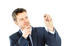 Attraktion för affärsman med markören på tomt kopieringsutrymme som isoleras på wh Royaltyfri Foto