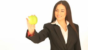 Attraktiv affärskvinna med ett äpple lager videofilmer