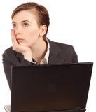 attraktiv affärskvinnadator Arkivfoton